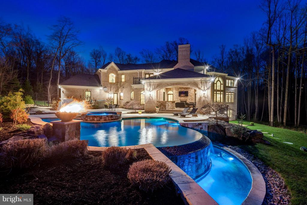 Incredible Outdoor Living Space - 950 HICKORY RUN LN, GREAT FALLS