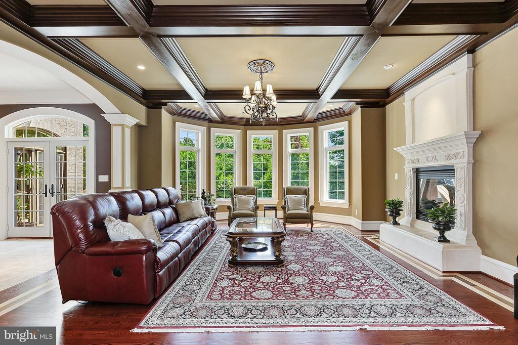 Sun Filled Family Room - 8334 ALVORD ST, MCLEAN