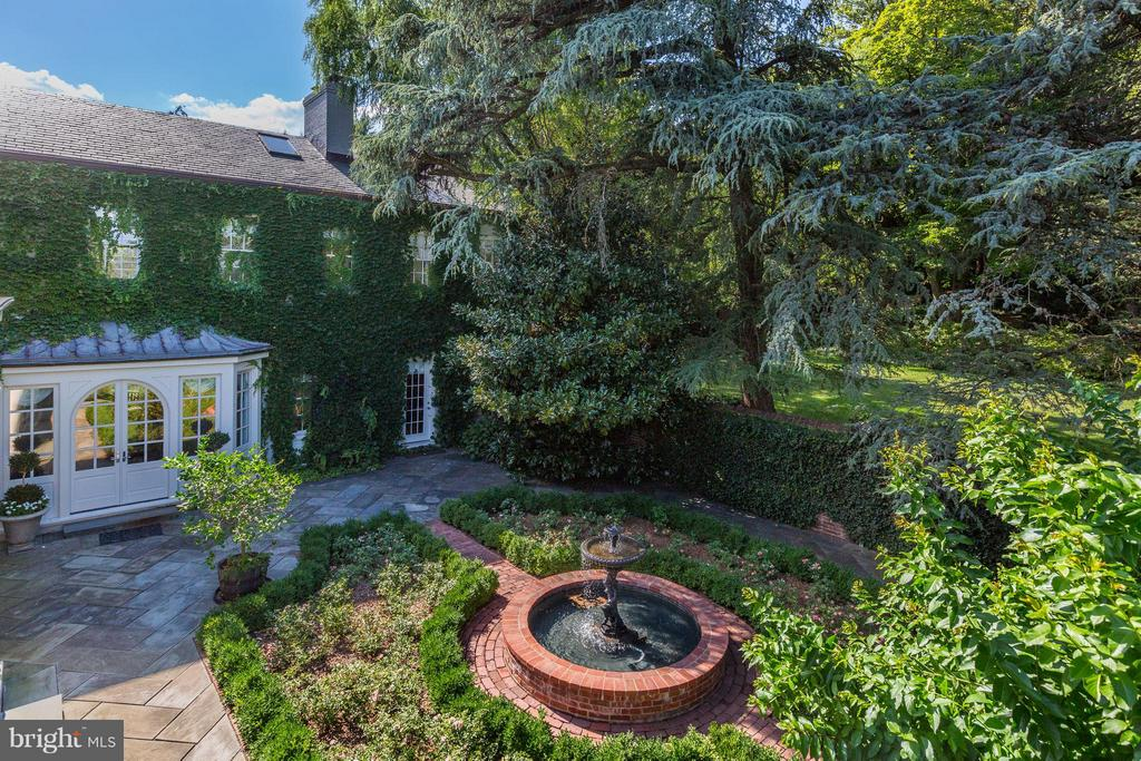 Completely Private Outdoor Space - 1607 28TH ST NW, WASHINGTON