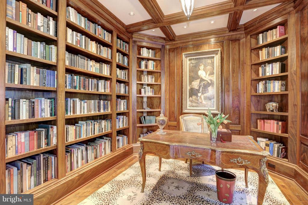 Stately Encased Mahogany Study - 1607 28TH ST NW, WASHINGTON
