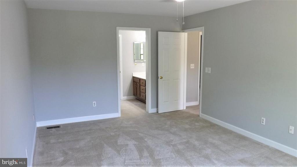Master Bedroom with Full Bath - 9 BURNS RD, STAFFORD