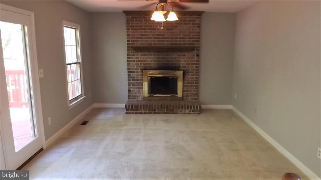 Family Room with Gas Fireplace - 9 BURNS RD, STAFFORD