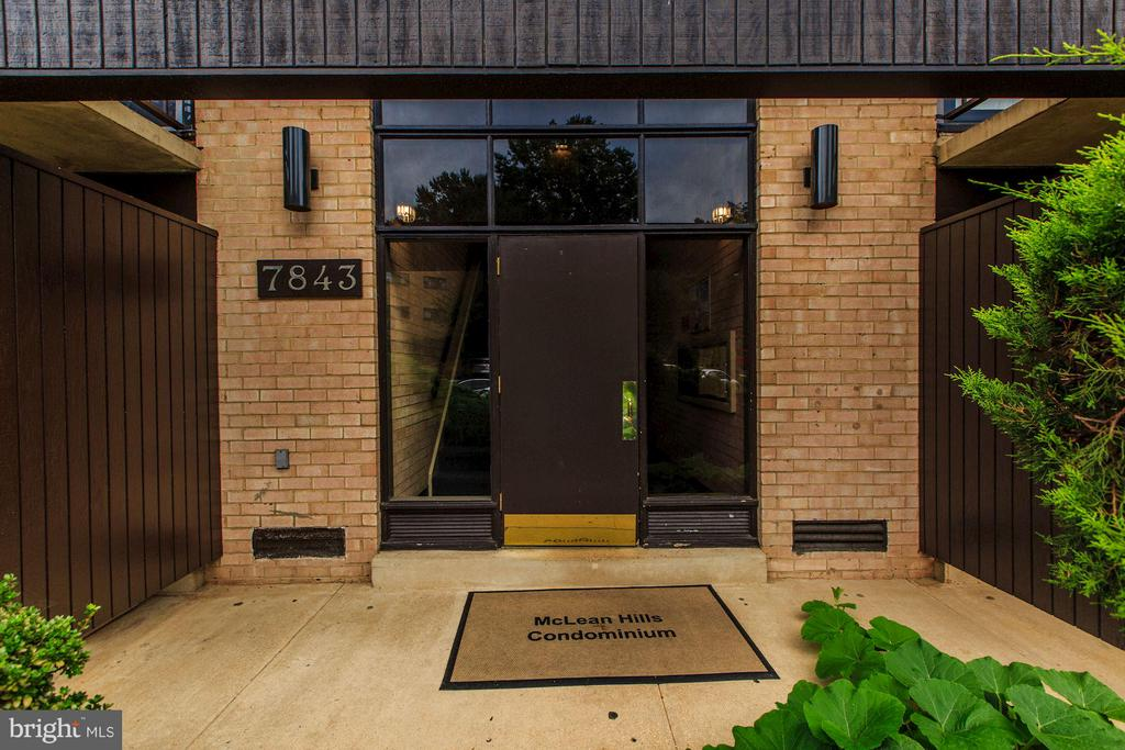 Exterior (Front) - 7843 ENOLA ST #112, MCLEAN