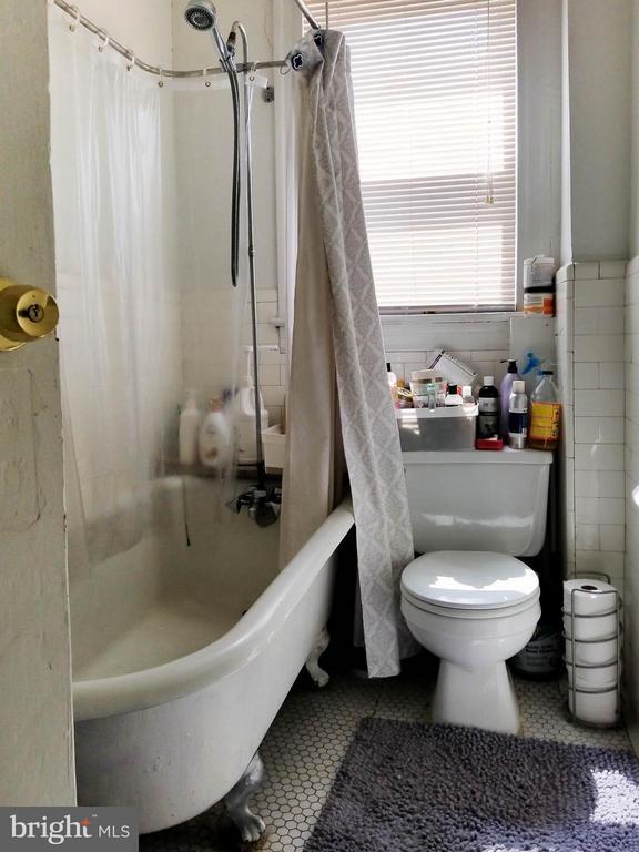 Main Full Bath - 3008 16TH ST NE, WASHINGTON