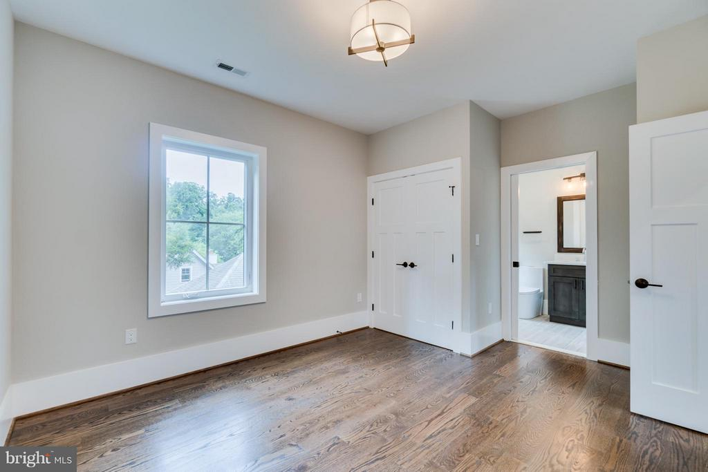 1 of 2 En-Suite Bedrooms (6 Bedrooms Total) - 2146 POLLARD ST N, ARLINGTON