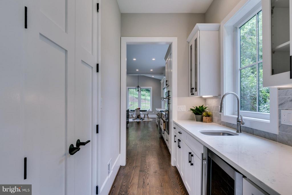 Butler's Pantry w/Wine Fridge, Walk-In Pantry - 2146 POLLARD ST N, ARLINGTON