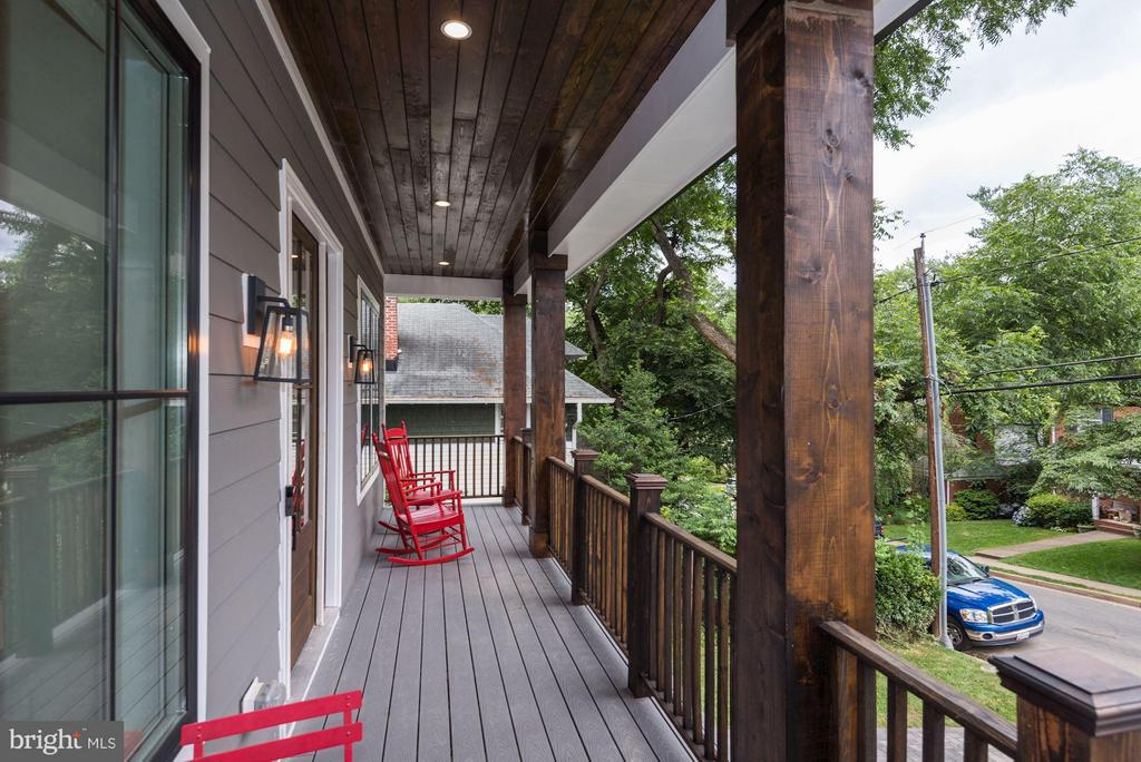 Long front porch- perfect for rocking chairs - 2146 POLLARD ST N, ARLINGTON