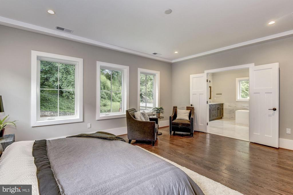 Master Bedroom w/Two Walk-In Closets - 2146 POLLARD ST N, ARLINGTON