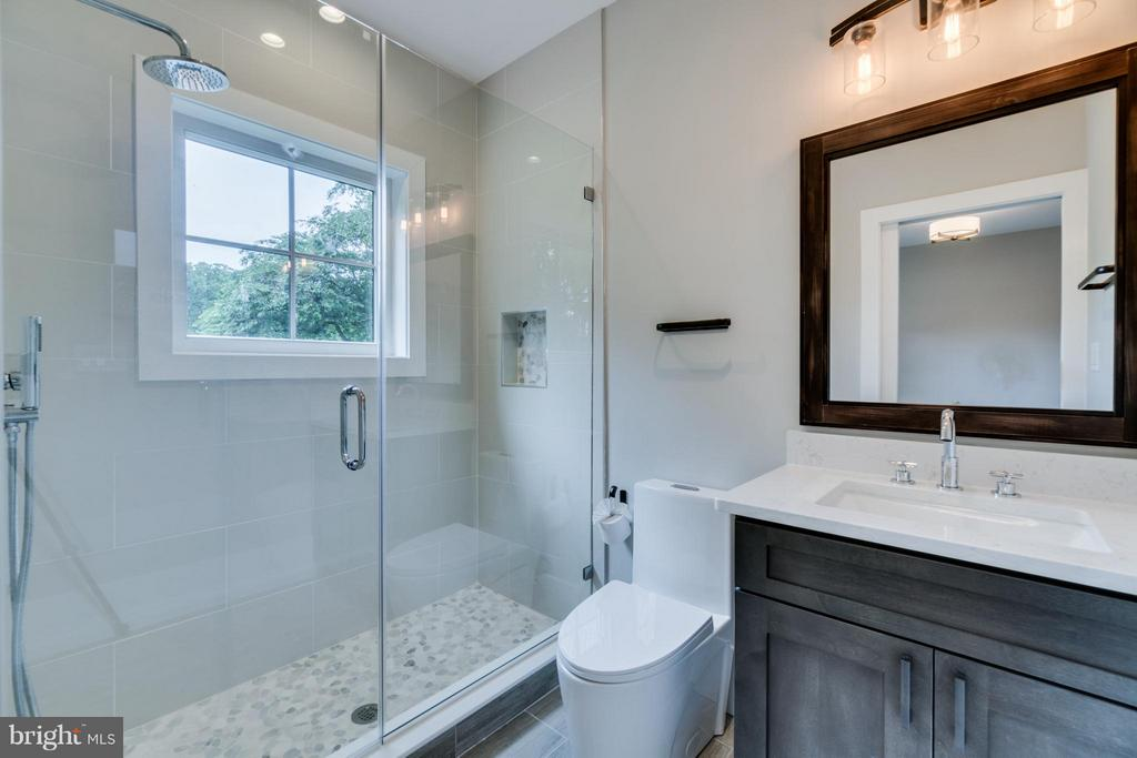 Secondary Bath (5.5 Baths Total) - 2146 POLLARD ST N, ARLINGTON