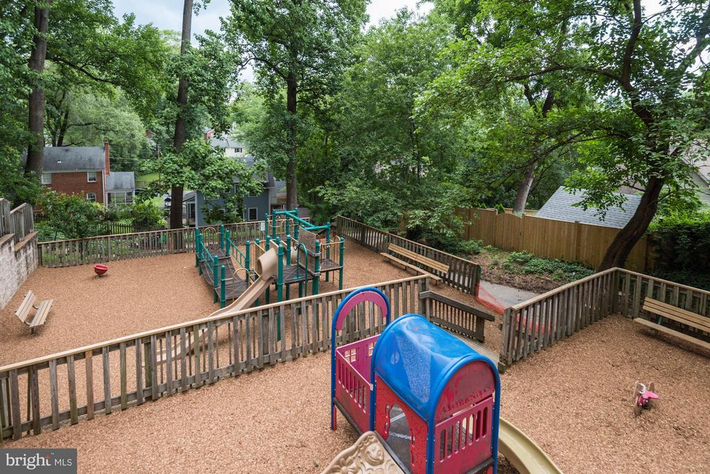 Steps away from Cherrydale Park Playground - 2146 POLLARD ST N, ARLINGTON