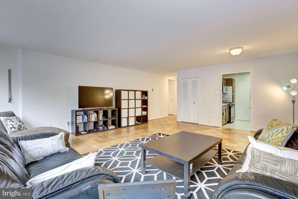 Living room has lots of wall space - 5406 CONNECTICUT AVE NW #206, WASHINGTON