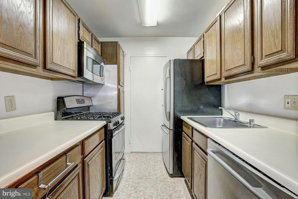 Kitchen w/SS appliances - 5406 CONNECTICUT AVE NW #206, WASHINGTON