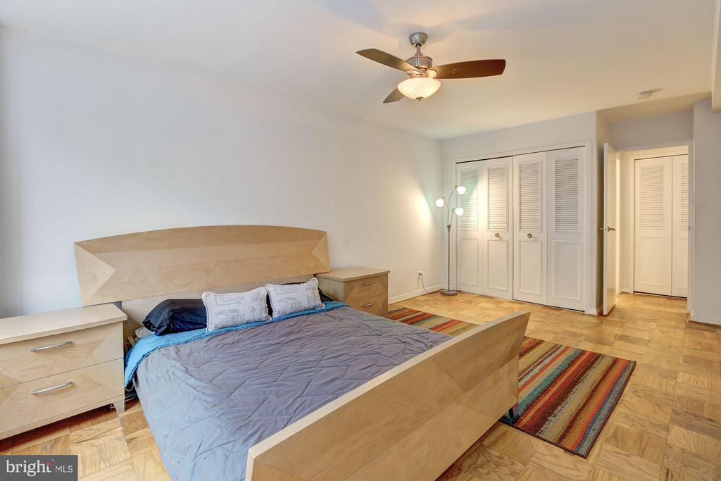 Bedroom w/large closet - 5406 CONNECTICUT AVE NW #206, WASHINGTON
