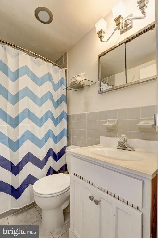 Updated bath - 5406 CONNECTICUT AVE NW #206, WASHINGTON