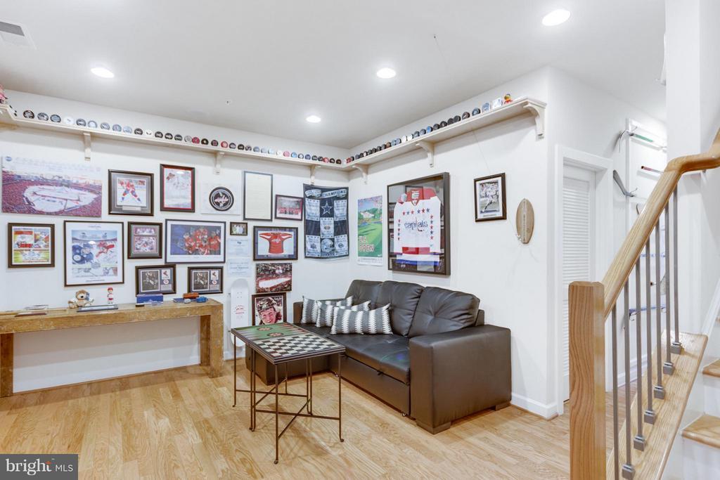 Recreation/Game Room Ideal for Enjoying your team. - 1137 MONROE ST S, ARLINGTON