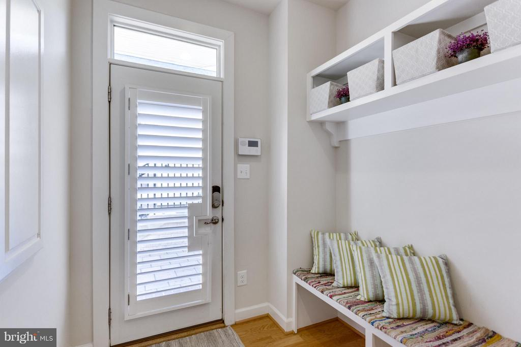 Mudroom/Arrival Ctr, Exitway to Private Courtyard - 1137 MONROE ST S, ARLINGTON