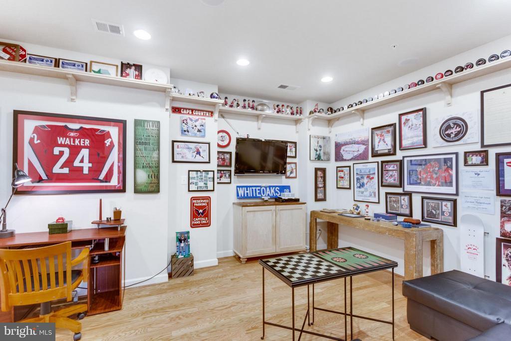 Den/Recreation Room on LL Ready for Game Day - 1137 MONROE ST S, ARLINGTON