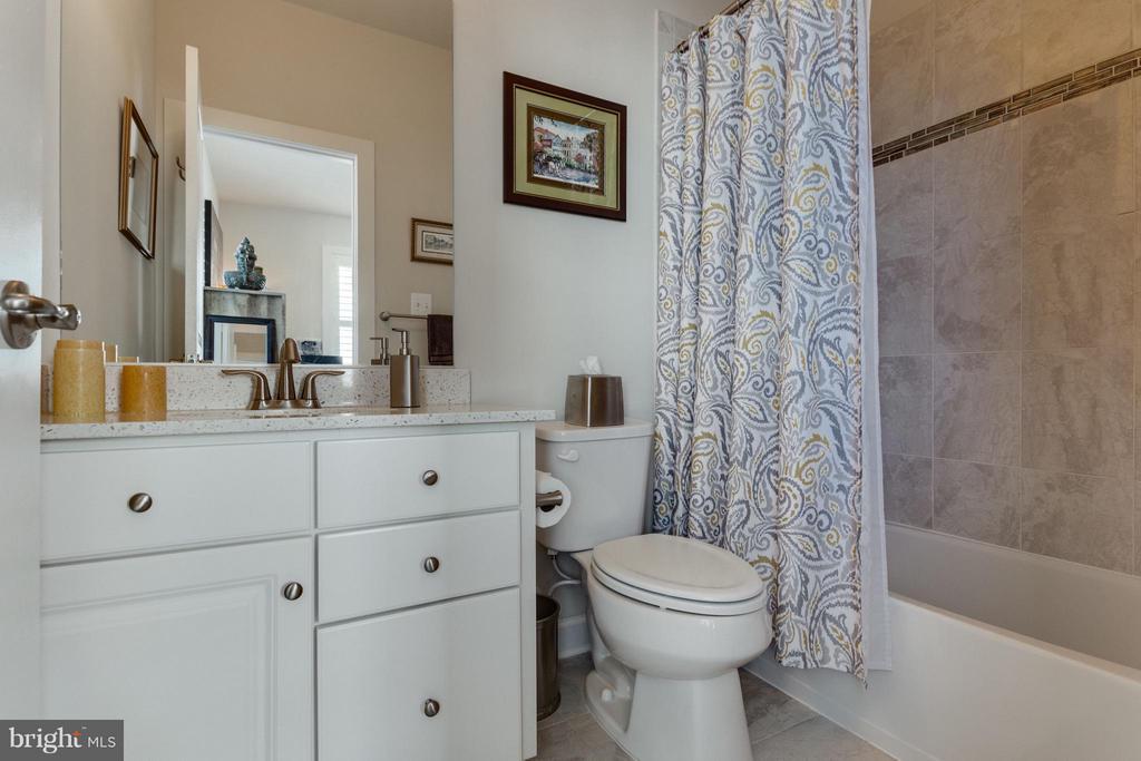Bath 3 at Loft Level perfect for Guest Suite - 1137 MONROE ST S, ARLINGTON