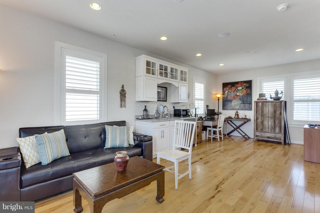 Loft  can serve as Bedroom 3 all set for guests - 1137 MONROE ST S, ARLINGTON