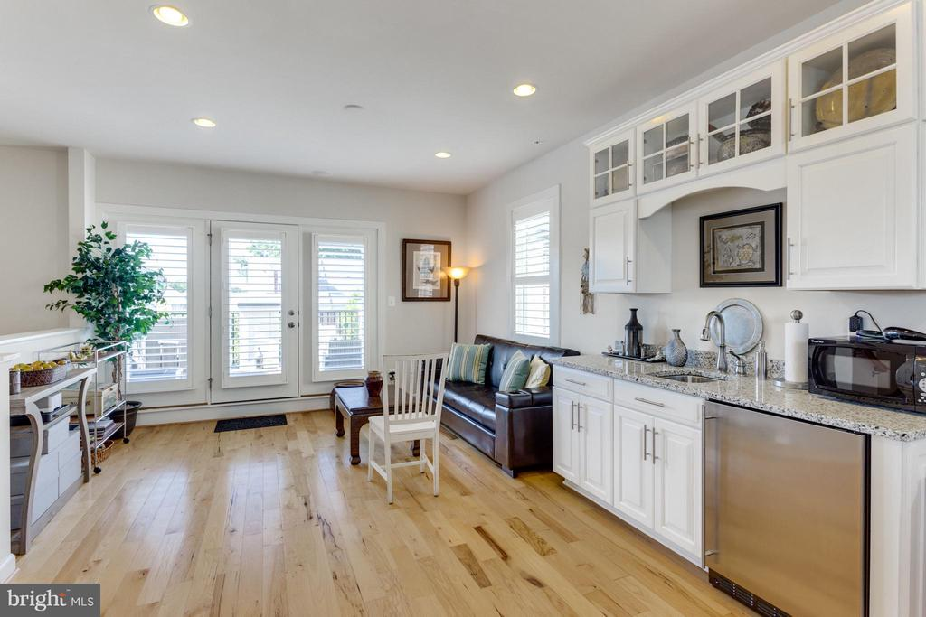 Loft w/Hardwood Flooring and Bright Natural Light - 1137 MONROE ST S, ARLINGTON
