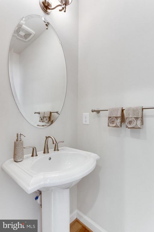 ML Powder Room - 1137 MONROE ST S, ARLINGTON