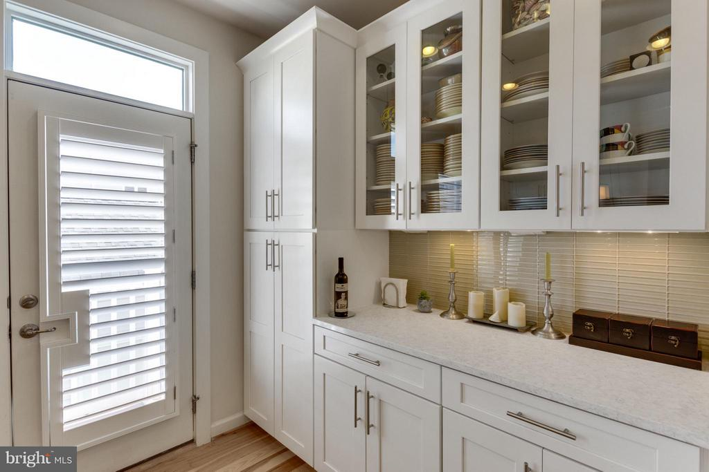 Glass Front Butler's Pantry-entertain with ease - 1137 MONROE ST S, ARLINGTON