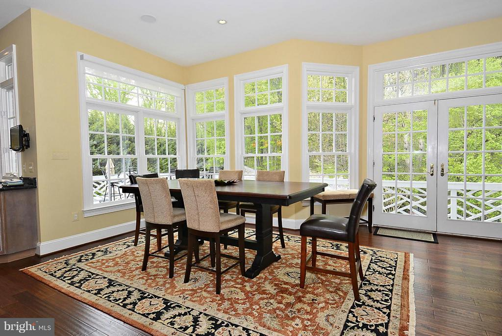 Sunny Breakfast Room off Kitchen - 1105 LEIGH MILL RD, GREAT FALLS