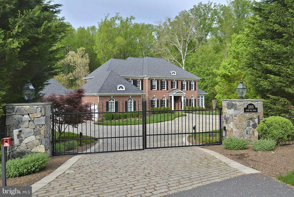 Grand Front Entrace, 3.4 Miles to Tysons Corner! - 1105 LEIGH MILL RD, GREAT FALLS