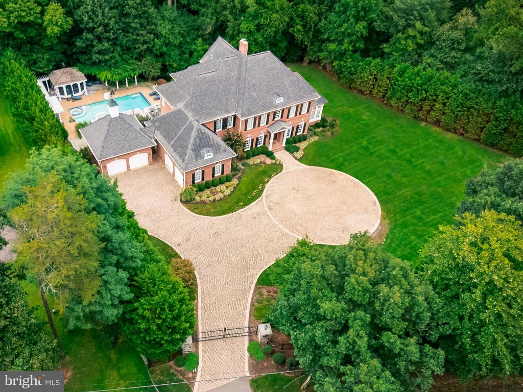 Gated Access with Stone Circular Driveway - 1105 LEIGH MILL RD, GREAT FALLS