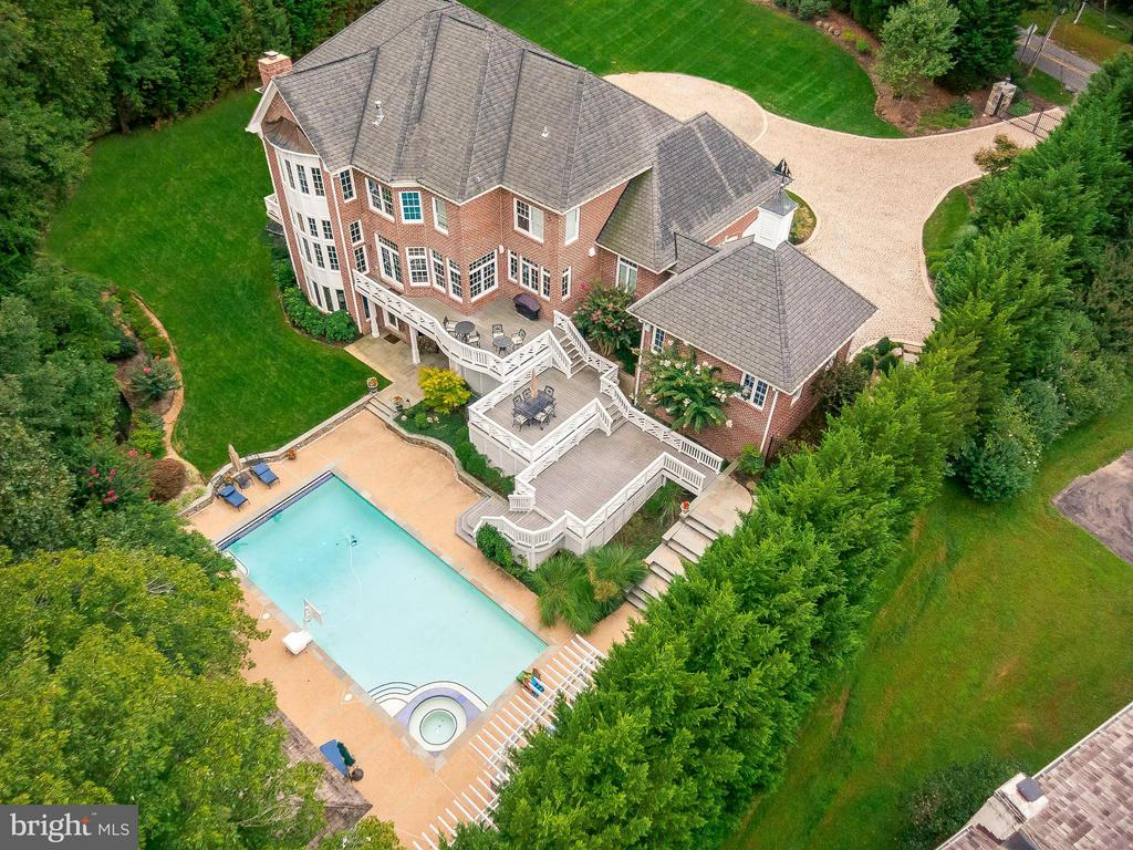 20x40 Ft Heated Pool, Hot Tub, Cabana - 1105 LEIGH MILL RD, GREAT FALLS