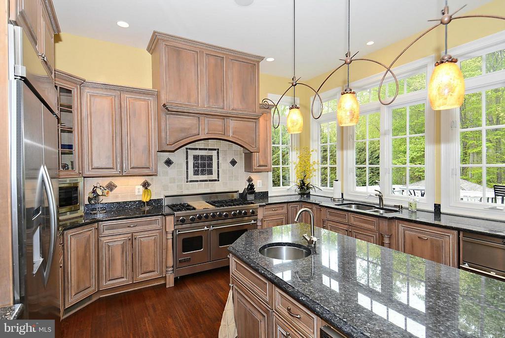 Gourmet Kitchen - 1105 LEIGH MILL RD, GREAT FALLS