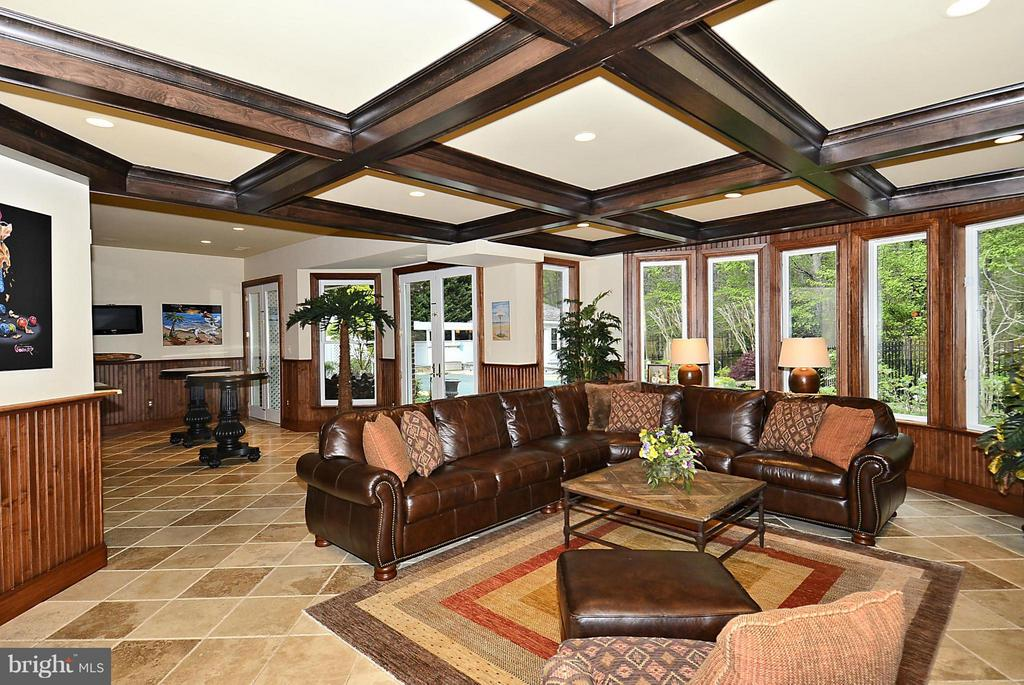 Lower Level Fam Room w/Coffered Ceiling, Stone FP - 1105 LEIGH MILL RD, GREAT FALLS