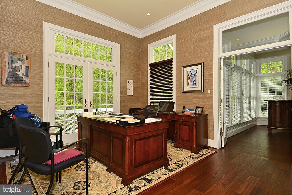 Large Office with Private Deck - 1105 LEIGH MILL RD, GREAT FALLS