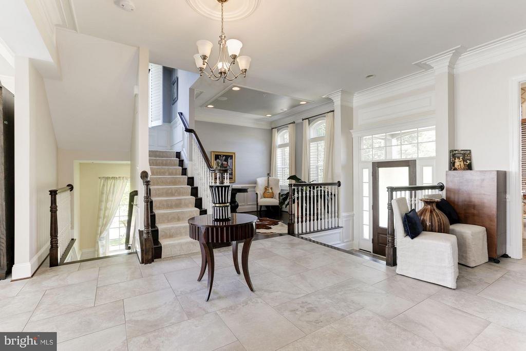 Open floor plan with attention to detail - 164 CROWN FARM DR, GAITHERSBURG