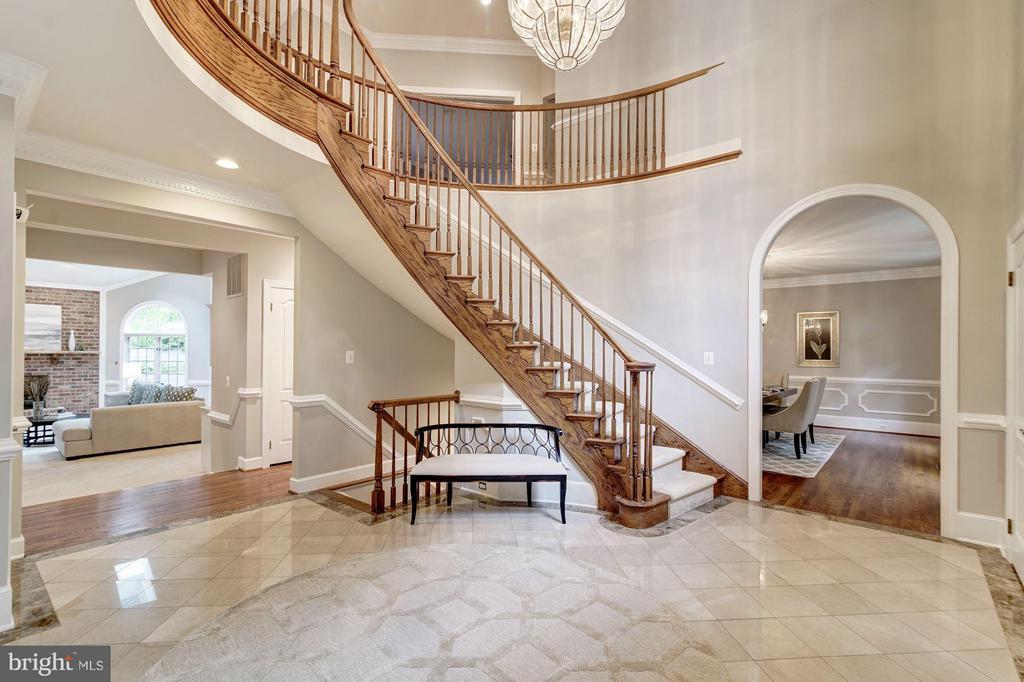 Perfect Photo staircase for the formal pictures! - 1412 WYNHURST LN, VIENNA