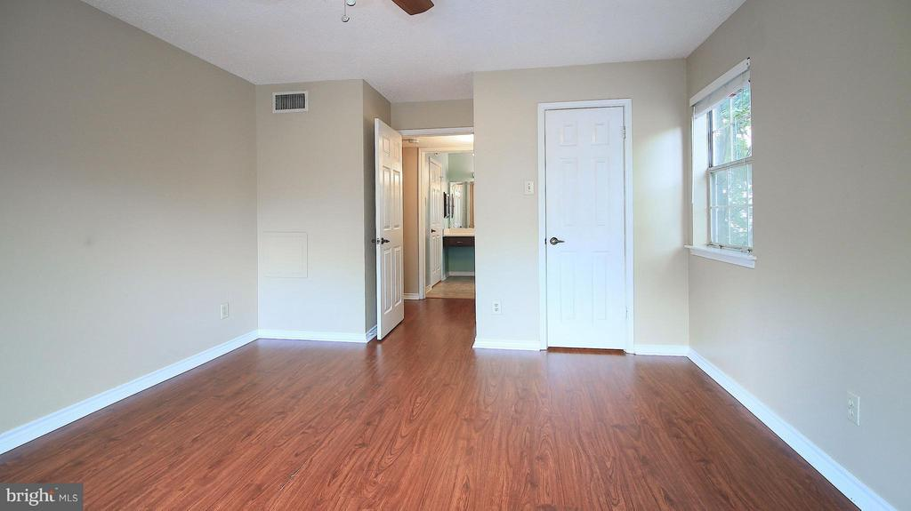 Bedroom (Master) - 1527 LINCOLN WAY #204, MCLEAN