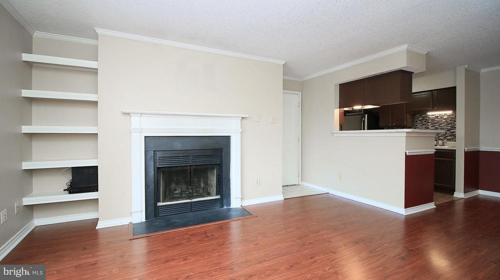 Living Room - 1527 LINCOLN WAY #204, MCLEAN