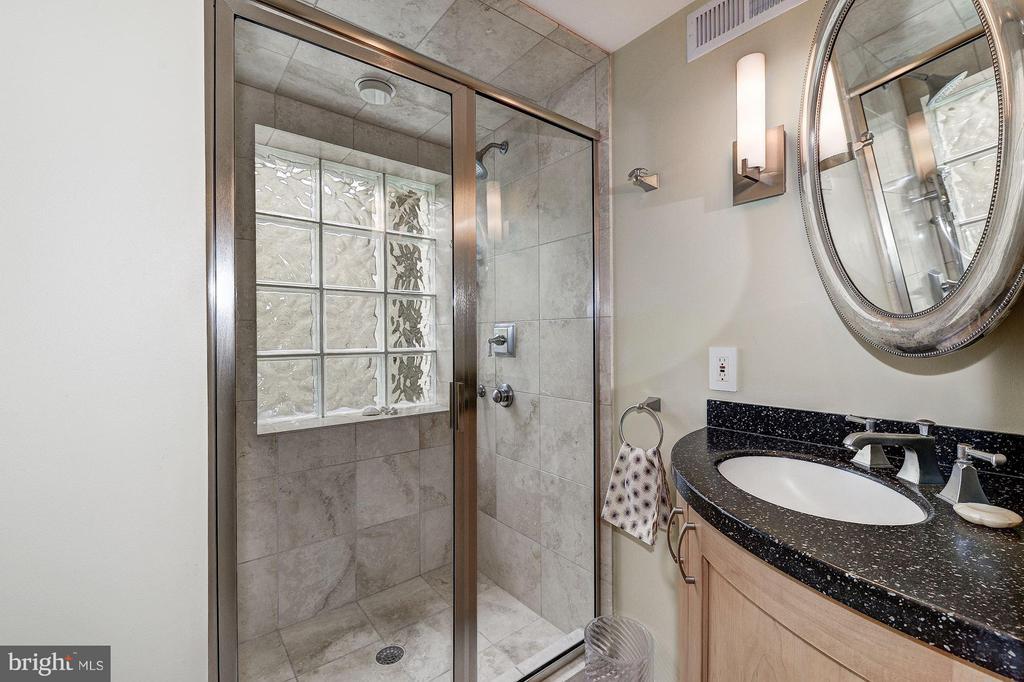 Au Pair/In-Law Bath - 5155 ROCKWOOD PKWY NW, WASHINGTON
