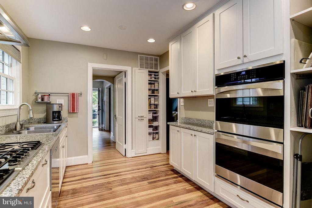Kitchen - 6343 UTAH AVE NW, WASHINGTON