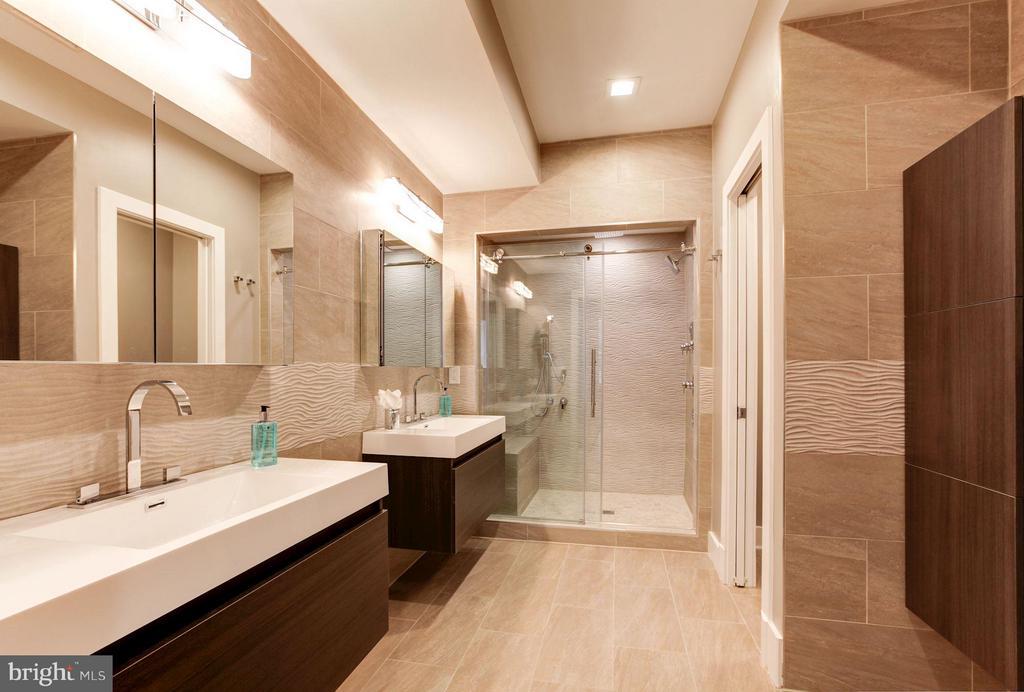 Bath (Master) - 720 E CAPITOL ST NE, WASHINGTON
