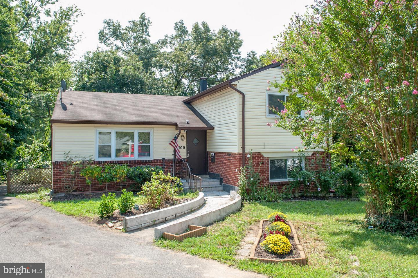 Single Family for Sale at 6109 Mustang Pl Riverdale, Maryland 20737 United States