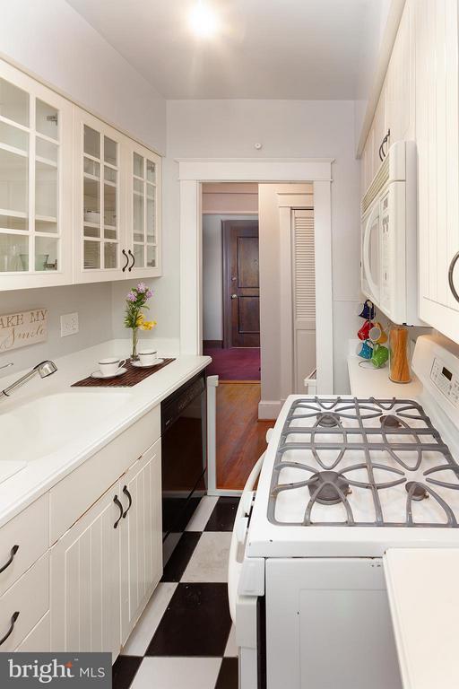 Kitchen - 2410 20TH ST NW #107, WASHINGTON