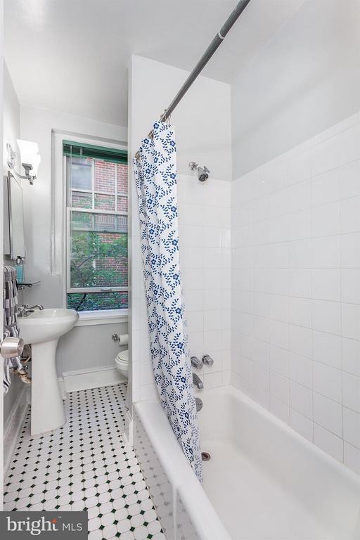 Bath - 2410 20TH ST NW #107, WASHINGTON