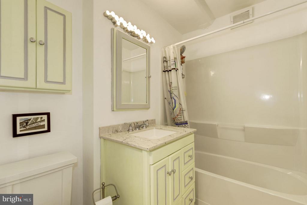 Bath - 2711 ORDWAY ST NW #105, WASHINGTON