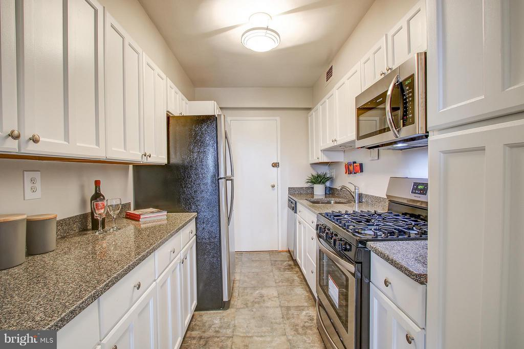 Kitchen - 4201 CATHEDRAL AVE NW #1223E, WASHINGTON