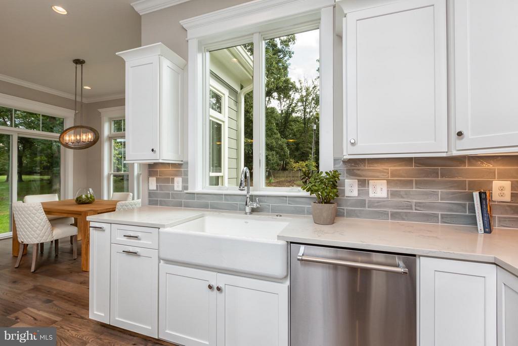 Kitchen - 2231 SANDBURG ST, DUNN LORING