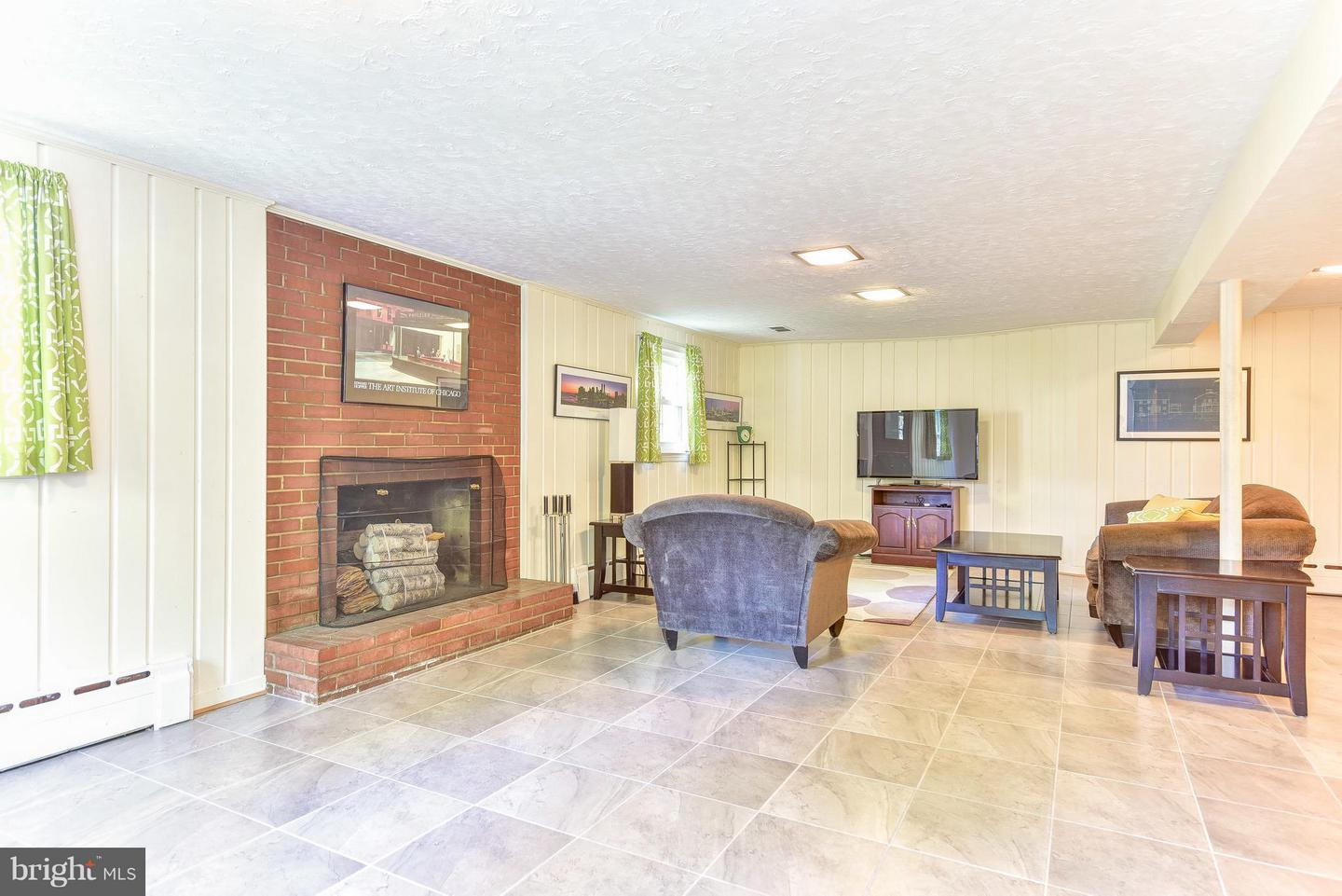 Additional photo for property listing at 1007 Westbriar Dr NE 1007 Westbriar Dr NE Vienna, Virginia 22180 United States