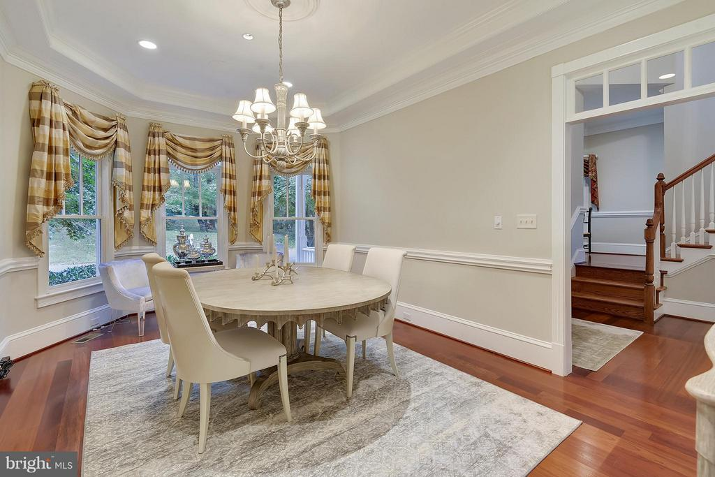 Dining room with large bay windows. - 2702 24TH ST N, ARLINGTON
