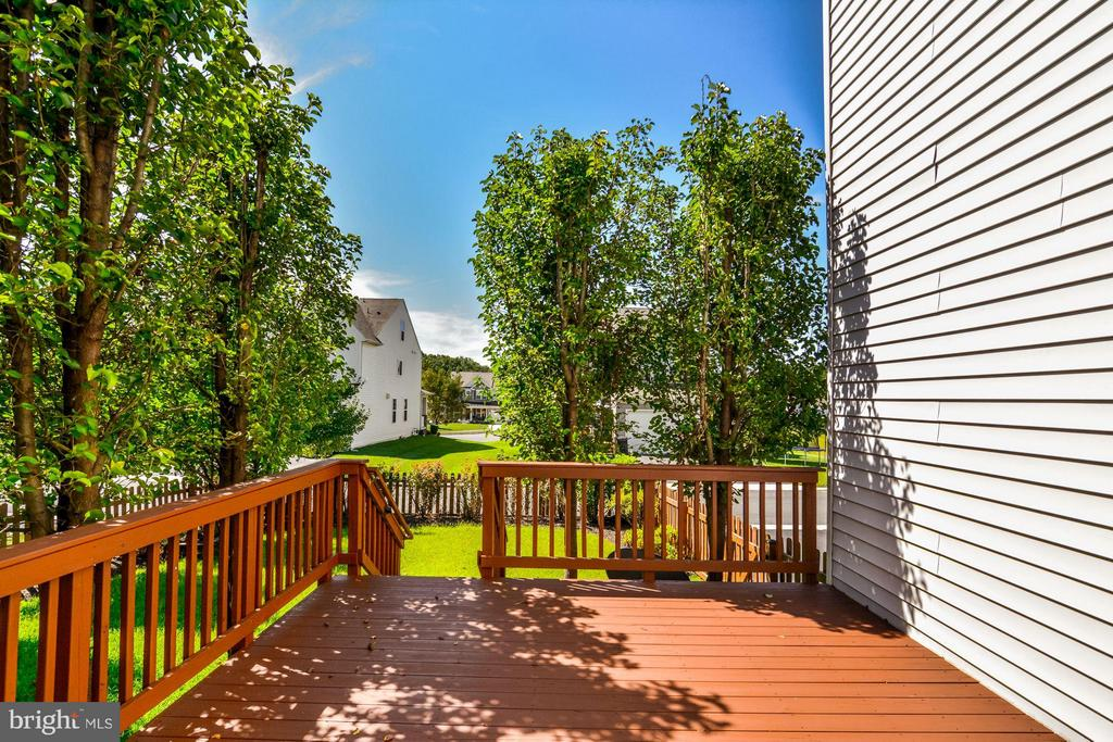 Walk-Out Deck - 5525 HOPE HILL AVE, WOODBRIDGE