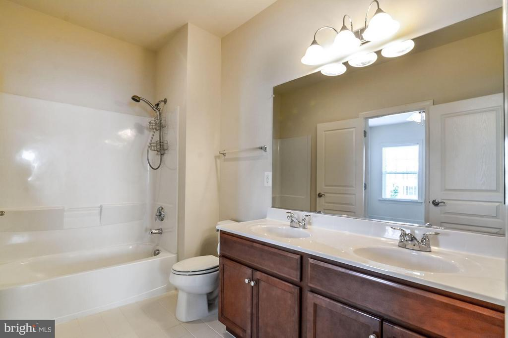Full Bath - 5525 HOPE HILL AVE, WOODBRIDGE